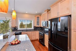 Photo 2: 942 Arngask Avenue in VICTORIA: La Bear Mountain Single Family Detached for sale (Langford)  : MLS®# 405897
