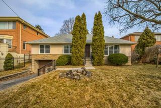 Photo 1: 26 Winlock Park in Toronto: Newtonbrook East House (Bungalow-Raised) for sale (Toronto C14)  : MLS®# C4393234