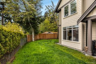 Photo 2: 2766 Kristina Pl in VICTORIA: La Fairway House for sale (Langford)  : MLS®# 812021