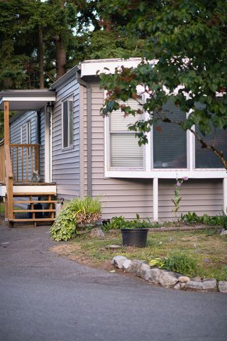 "Photo 2: 52 2305 200 Street in Langley: Brookswood Langley Manufactured Home for sale in ""Cedar Lane Park"" : MLS®# R2381345"