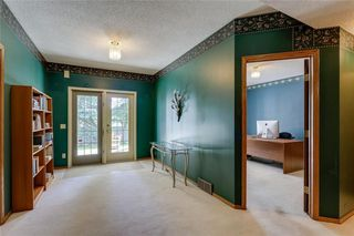 Photo 17: 39 SIERRA MORENA Circle SW in Calgary: Signal Hill Detached for sale : MLS®# C4256131