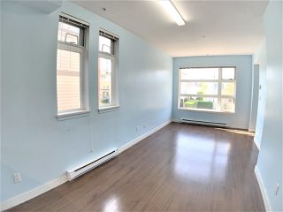 Photo 2: 201 5568 KINGS Road in Vancouver: University VW Townhouse for sale (Vancouver West)  : MLS®# R2414641