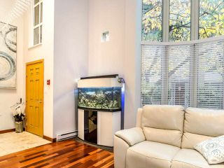 "Photo 3: T08 1501 HOWE Street in Vancouver: Yaletown Townhouse for sale in ""888 Beach"" (Vancouver West)  : MLS®# R2517539"