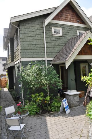 Photo 12: 223 E 17TH Street in North Vancouver: Central Lonsdale House 1/2 Duplex for sale : MLS®# V891734
