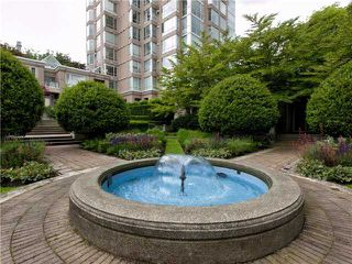 Photo 1: 302 2628 ASH Street in Vancouver: Fairview VW Townhouse for sale (Vancouver West)  : MLS®# V957986