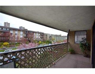 Photo 2: 307 127 E 4TH Street in North Vancouver: Lower Lonsdale Condo for sale : MLS®# V971136