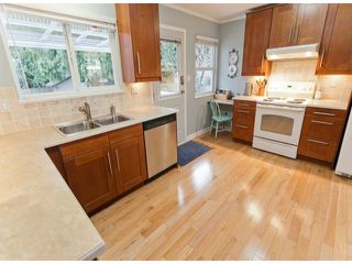 "Photo 5: 17022 HEREFORD Place in Surrey: Cloverdale BC House for sale in ""Cloverdale Hillside"" (Cloverdale)  : MLS®# F1402561"