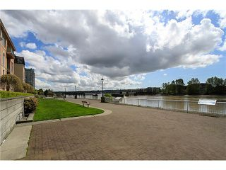 "Photo 13: 1001 1 RENAISSANCE Square in New Westminster: Quay Condo for sale in ""THE Q AT THE NEW WESTMINSTER QUAY"" : MLS®# V1061175"