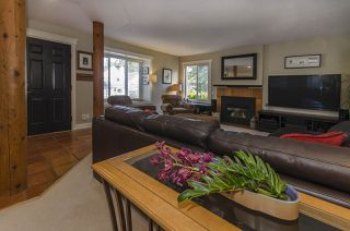 """Photo 2: 2119 KIRKSTONE Place in North Vancouver: Lynn Valley House for sale in """"KIRKSTONE"""" : MLS®# R2038550"""