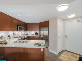 """Photo 9: 405 2940 KING GEORGE Boulevard in Surrey: Elgin Chantrell Condo for sale in """"HIGH STREET"""" (South Surrey White Rock)  : MLS®# R2041949"""