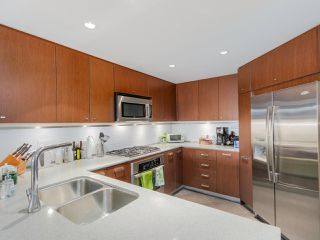 """Photo 10: 405 2940 KING GEORGE Boulevard in Surrey: Elgin Chantrell Condo for sale in """"HIGH STREET"""" (South Surrey White Rock)  : MLS®# R2041949"""