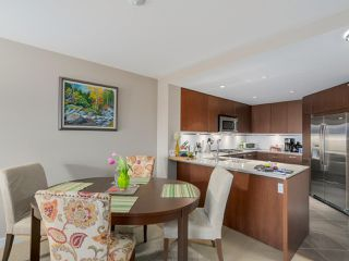 """Photo 7: 405 2940 KING GEORGE Boulevard in Surrey: Elgin Chantrell Condo for sale in """"HIGH STREET"""" (South Surrey White Rock)  : MLS®# R2041949"""