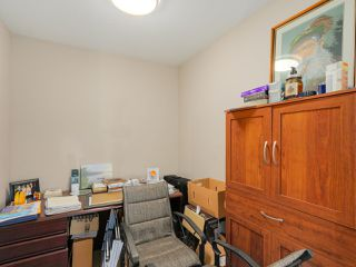 """Photo 11: 405 2940 KING GEORGE Boulevard in Surrey: Elgin Chantrell Condo for sale in """"HIGH STREET"""" (South Surrey White Rock)  : MLS®# R2041949"""