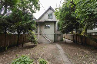 "Photo 2: 557 E 48TH Avenue in Vancouver: Fraser VE House for sale in ""Main Street/Fraser Street"" (Vancouver East)  : MLS®# R2077424"