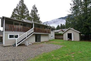 Photo 3: 480 PINE Avenue: Harrison Hot Springs House for sale : MLS®# R2093271