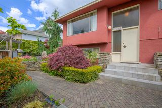 "Photo 2: 7768 MCGREGOR Avenue in Burnaby: South Slope House for sale in ""SOUTH SLOPE"" (Burnaby South)  : MLS®# R2166780"