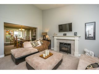 Photo 4: 18233 56B AVENUE in Cloverdale: Home for sale : MLS®# R2064898