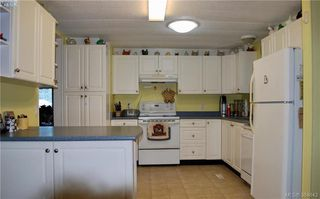 Photo 2: 34 1393 Craigflower Rd in VICTORIA: VR Glentana Manufactured Home for sale (View Royal)  : MLS®# 773543
