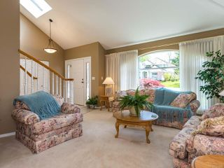 Photo 3: 1017 Kingsley Cres in COMOX: CV Comox (Town of) House for sale (Comox Valley)  : MLS®# 785781