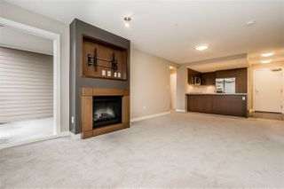 """Photo 16: 312 2940 KING GEORGE Boulevard in Surrey: King George Corridor Condo for sale in """"High Street"""" (South Surrey White Rock)  : MLS®# R2332720"""