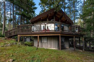 Photo 3: 2749 Shoal Rd in PENDER ISLAND: GI Pender Island Single Family Detached for sale (Gulf Islands)  : MLS®# 810549