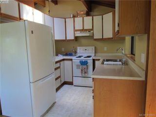 Photo 4: 2749 Shoal Rd in PENDER ISLAND: GI Pender Island Single Family Detached for sale (Gulf Islands)  : MLS®# 810549