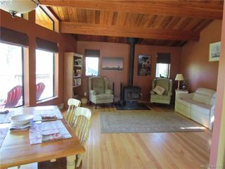 Photo 6: 2749 Shoal Rd in PENDER ISLAND: GI Pender Island Single Family Detached for sale (Gulf Islands)  : MLS®# 810549