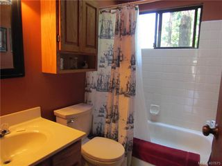 Photo 5: 2749 Shoal Rd in PENDER ISLAND: GI Pender Island Single Family Detached for sale (Gulf Islands)  : MLS®# 810549