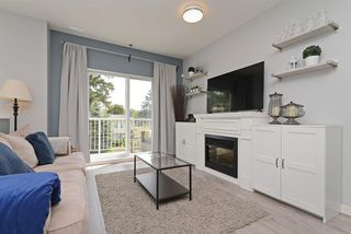 "Photo 1: 106 1661 FRASER Avenue in Port Coquitlam: Glenwood PQ Townhouse for sale in ""FRASER MEWS"" : MLS®# R2385321"