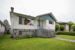 Photo 2: 5930 CULLODEN Street in Vancouver: Knight House for sale (Vancouver East)  : MLS®# R2465527
