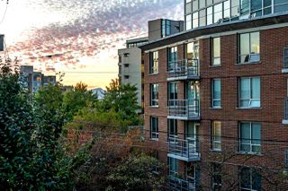 "Photo 2: 203 1555 W 8TH Avenue in Vancouver: Fairview VW Condo for sale in ""1555 WEST EIGHTH"" (Vancouver West)  : MLS®# R2496027"