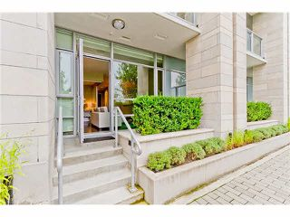 "Photo 12: 1620 COLUMBIA Street in Vancouver: False Creek Condo for sale in ""BRIDGE"" (Vancouver West)  : MLS®# R2497865"