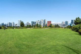 "Photo 16: 1620 COLUMBIA Street in Vancouver: False Creek Condo for sale in ""BRIDGE"" (Vancouver West)  : MLS®# R2497865"