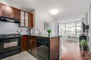 "Main Photo: 508 170 W 1ST Street in North Vancouver: Lower Lonsdale Condo for sale in ""ONE PARK LANE"" : MLS®# R2530098"
