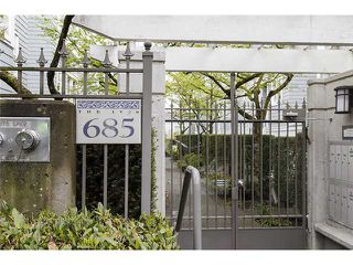 """Main Photo: 103 685 W 7TH Avenue in Vancouver: Fairview VW Townhouse for sale in """"IVYS"""" (Vancouver West)  : MLS®# V1060852"""