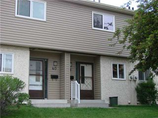 Photo 2: 43 2519 38 Street NE in Calgary: Rundle Townhouse for sale : MLS®# C3527833