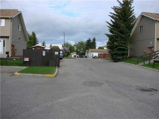 Photo 3: 43 2519 38 Street NE in Calgary: Rundle Townhouse for sale : MLS®# C3527833