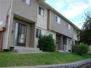 Photo 1: 43 2519 38 Street NE in Calgary: Rundle Townhouse for sale : MLS®# C3527833