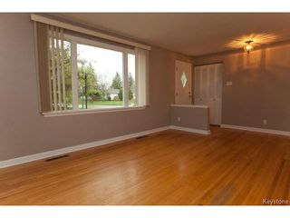 Photo 3: 1 Frontenac Bay in WINNIPEG: Windsor Park / Southdale / Island Lakes Residential for sale (South East Winnipeg)  : MLS®# 1512843