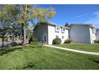 Photo 2: 111 4810 40 Avenue SW in Calgary: Glamorgan House for sale : MLS®# C4033222