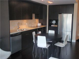 Photo 2: 606 1320 CHESTERFIELD Avenue in North Vancouver: Central Lonsdale Condo for sale : MLS®# R2023631