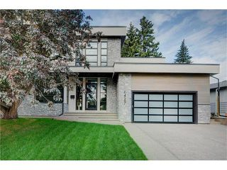 Photo 1: 6427 LAURENTIAN Way SW in Calgary: North Glenmore Park House for sale : MLS®# C4077730