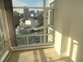"Photo 12: 2206 1199 MARINASIDE Crescent in Vancouver: Yaletown Condo for sale in ""AQUARIUS ONE"" (Vancouver West)  : MLS®# R2116053"