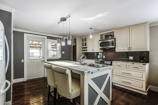 "Photo 2: 297 201 CAYER Street in Coquitlam: Maillardville Manufactured Home for sale in ""WILDWOOD PARK"" : MLS®# R2162916"