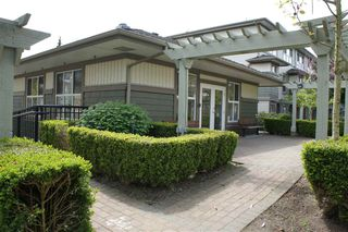 Photo 4: 85 15353 100 Avenue in Surrey: Guildford Townhouse for sale (North Surrey)  : MLS®# R2164312