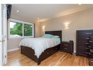 Photo 11: 15860 GOGGS AVENUE in South Surrey White Rock: Home for sale : MLS®# R2087988