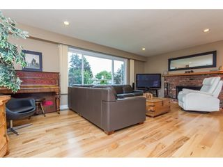 Photo 3: 15860 GOGGS AVENUE in South Surrey White Rock: Home for sale : MLS®# R2087988