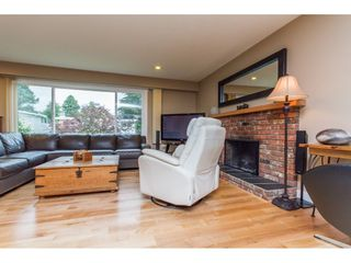 Photo 4: 15860 GOGGS AVENUE in South Surrey White Rock: Home for sale : MLS®# R2087988