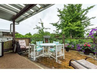 Photo 2: 15860 GOGGS AVENUE in South Surrey White Rock: Home for sale : MLS®# R2087988