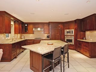 Photo 5: 1631 EMERSON COURT in North Vancouver: Blueridge NV House for sale : MLS®# R2231589